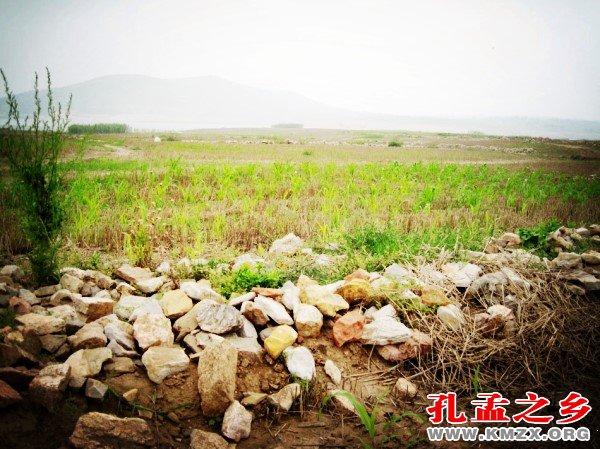 华胥国遗址有许多砭石原石料
